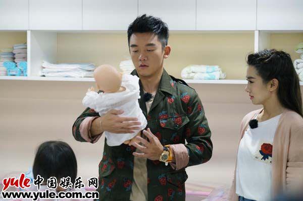 真诚CP学习新生儿护理郑恺程晓玥已有生育计划